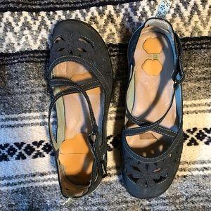 JAMBU // navy blue sandals